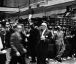 Dow Scrambles To Avoid Fifth Straight Weekly Loss