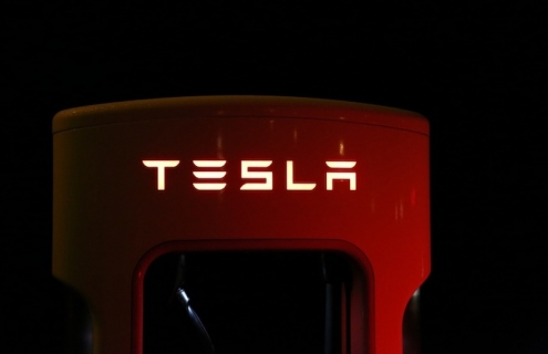 Tesla Raises $2 Billion In Share Selloff