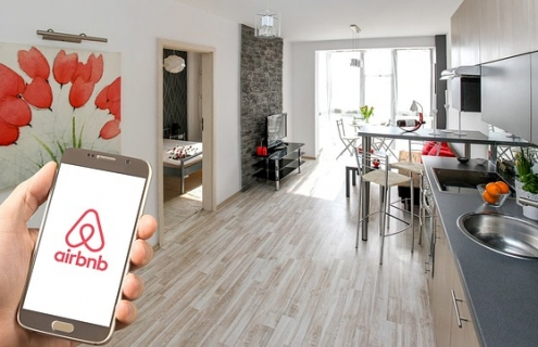 Airbnb In Acquisition Mode Ahead Of IPO