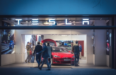 Tesla Set To Deliver 1 Million Electric Vehicles Next Year